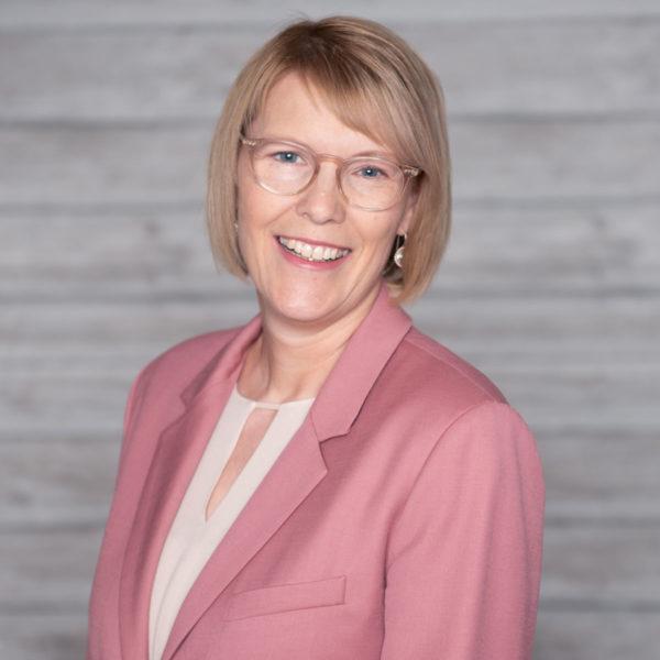 Erica-Kessler-LinkedIn-Trainer-Career-Coach-Lecturer-International-Speaker